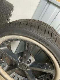 """3x 19"""" Alloy wheels with very good tyres."""