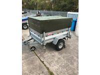 Erka trailer with high frame and tilt action