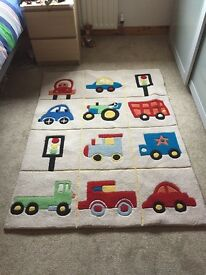 Children's colourful rug size 144cm x 105cm, good quality and in good condition