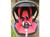 Maxi Cosi Cabriofix Baby seat and Maxi Cosi Family Fix Base
