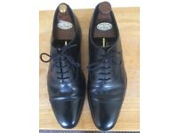 Worn no more than six times Loake shoemakers Made in England 1880 cap toe size 9.5 F . IN GOOD COND