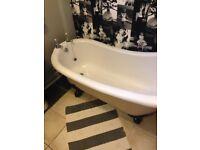 Freestanding roll top slipper bath