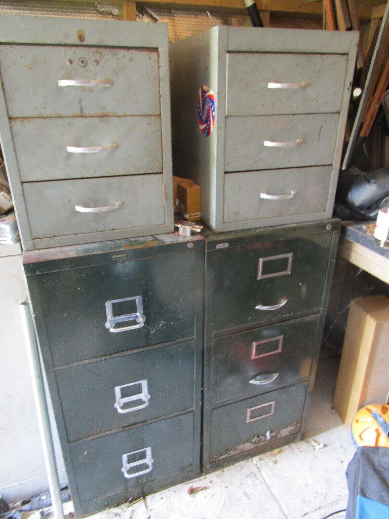 2 Large Metal Drawer Cabinets Smaller And A Door Cabinet Er Collects Cash On Collection