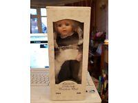 Vintage Leonardo collection porcelain doll (Diana) 10ins in original box VGC