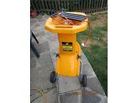 McCulloch MB281 electric garden shredder