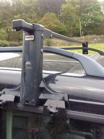 Thule roof bars Landrover Discovery or similar