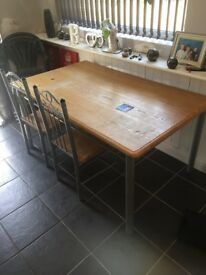 Table n 4 chairs