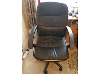 Standard wheeled office/desk chair