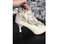 Ladies cream vintage lace shoes