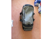 Nomad travel bag with handle and wheels