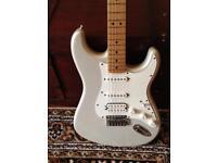 Fender stratocaster mim hss blizzard pearl