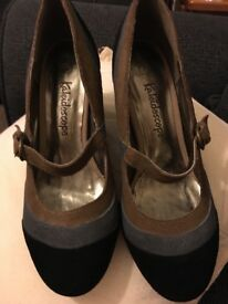 Ladies suede shoes excellent condition size 6 only worn once
