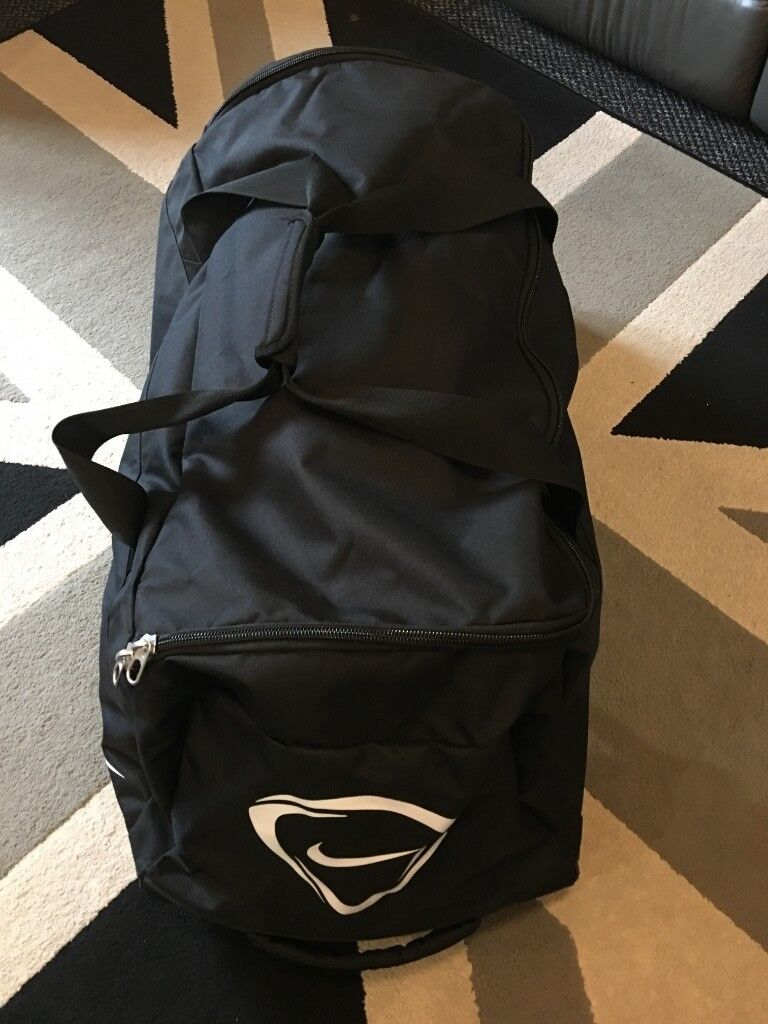 60f385027121 NIKE CLUB TEAM BIG ROLLER BAG ON WHEELS 2.0 VGC IDEAL FOR TRAVELLING    SPORTS