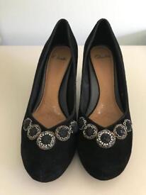 Ladies shoes, size 5 1/2