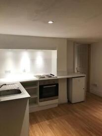 2 bed studio appartment for rent in bury bills included