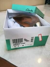Clarks Suede ladies shoe size 5 new