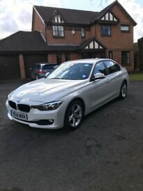 BMW 320D in white with heated leather seats, satnav, phone, multi-media, FSH, 12 months MOT