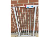 Pet gate extra tall fully adjustable with separate extension no screws required.