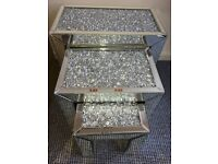 Crystal nest of table