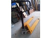 2500KG Pallet truck, double wheel, hardly used