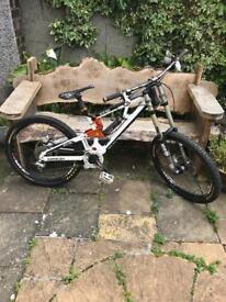 Saracen Myst Pro downhill bike