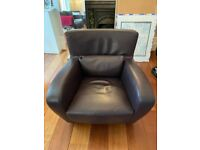 Leather arm chair by Linge Roset