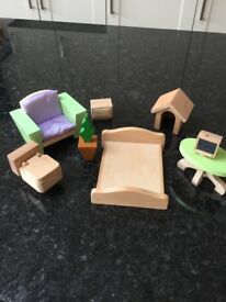 Small bundle of wooden dolls house furniture (some large)