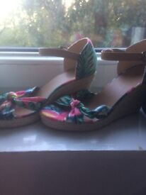 BRAND NEW Women's Floral Wedges Size 7 Unworn & PERFECT for the nice weather