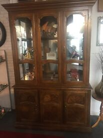 DRESSER \ DISPLAY CABINET. STUNNING. 2 PARTS FOR EASY TRANSPORTATION. MIRROR BACKED. BEAUTIFUL