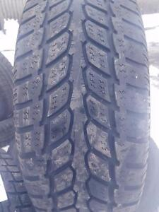 3 PNEUS HIVER - SAVERO 235 65 17 - 3 WINTER TIRES
