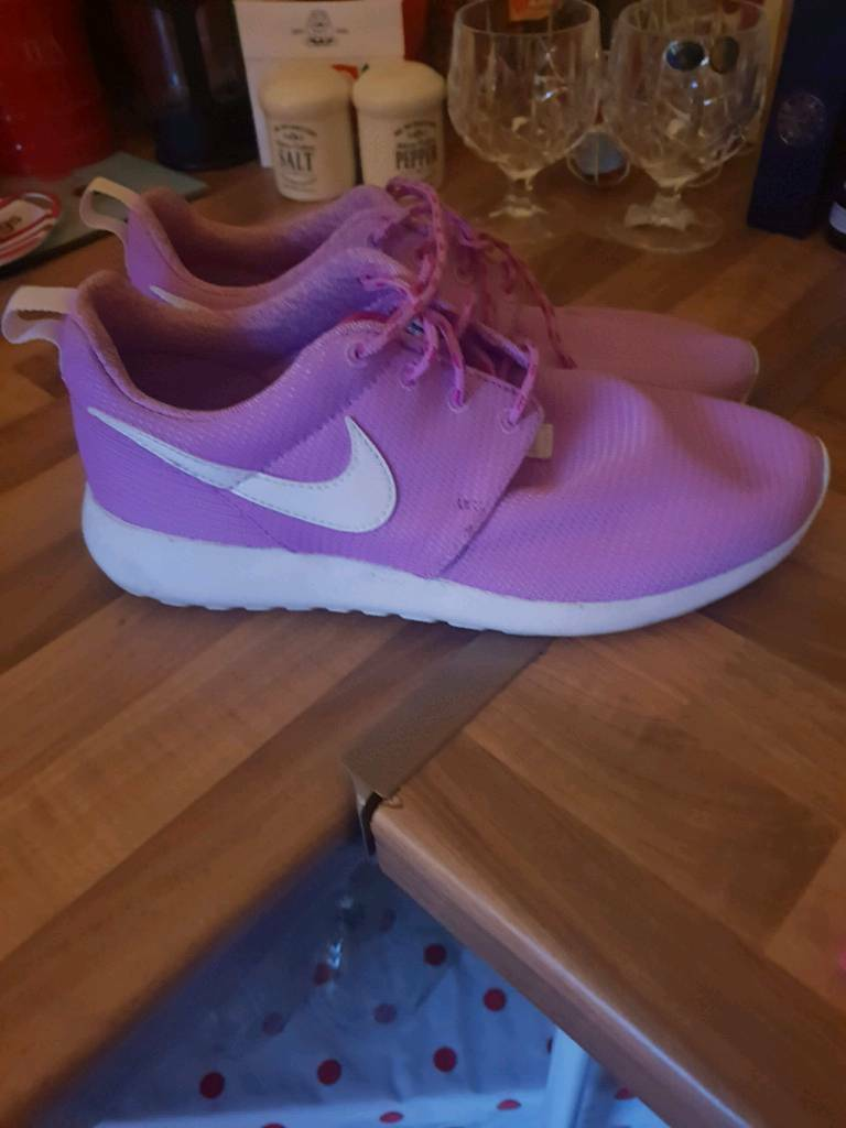 brand new e522a d3959 Ladies Nike Roshe Trainers size 5