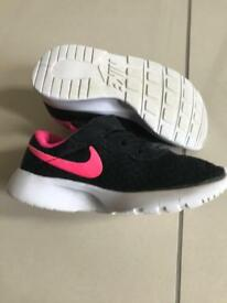 *SOLD* Girls Nike C9.5 Euro27