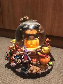 Disney Winnie pooh snow globe