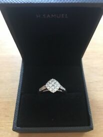 BEAUTIFUL H SAMUEL 9CT WHITE GOLD .66CT DIAMOND RING COMPLETE WITH DIAMOND CERTIFICATE
