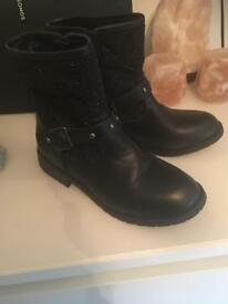 Black boots size 3 never worn £15