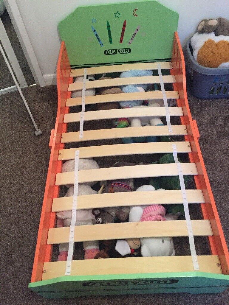 Crayon toddler bed