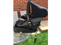Maxi Cosi Pebble car seat and Isofix Family fix base