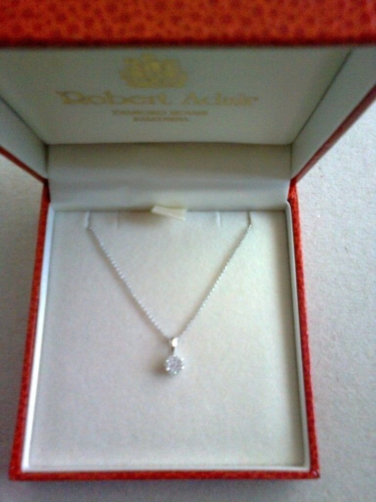 EXQUISITE 9CT WHITE GOLD DIAMOND DAISY CLUSTER PENDANT NECKLACE, BRAND NEW IN BOX