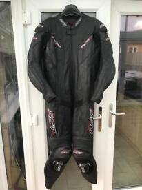 RST one price leather suite (as new)