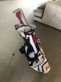 GREAT PRICE! Complete Golf Set.