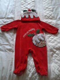 TESCO BABIES CHRISTMAS PUDDING OUTFIT C/W HAT 6 - 9 MONTHS , EXC. COND
