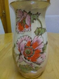 VINTAGE FROM THE 1950'S , ROYAL WINTON VASE, IN HAND PAINTED FINISH, SIZE 10 HIGH