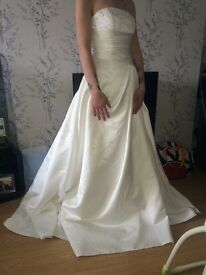 Beautiful wedding dress never been worn just tried on