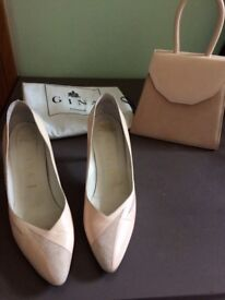 Leather ladies shoes and matching handbag