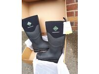 Muck boots steel toe size 8