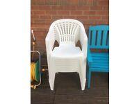 8 plastic garden chairs