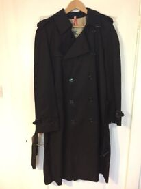 Burberry Men's Trench Coat - Extra Large (48)