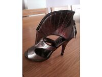 Womens shoes size 4