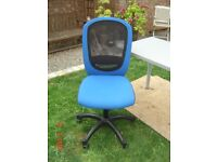 Blue Swivel Office Chair on Castors in Good Condition with Gas Lifting Function. Can Deliver.