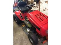 Motor lawn tractor